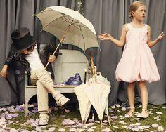 Campaña Primavera-verano 2012 de Baby Dior.  Más imágenes e ideas de moda infantil en http://blog.rtve.es/moda/2012/04/los-ni%C3%B1os-son-ni%C3%B1os-y-no-adultos-en-miniatura-por-eso-es-importante-que-vistan-ropa-adecuada-a-su-edad-no-hay-nada-m%C3%A1s-r.html