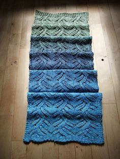 Ravelry: Cassiopia's Gyldenbær - Beautiful scarf, absolutely lovely pattern by Susan Pandorf.