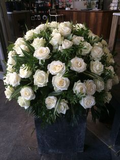 Arrangement with 101 white roses - by Moens Flowers
