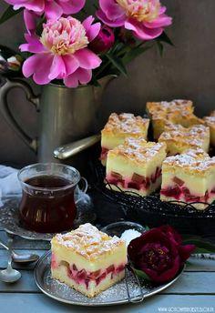 Ciasto budyniowe z rabarbarem