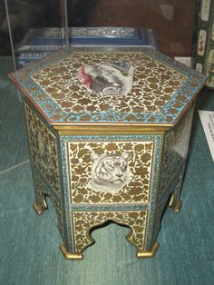 HUNTLEY AND PALMER BISCUIT TIN - Bing Images