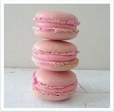 The perfect macaron Macaron Flavors, Macaron Recipe, Gourmet Desserts, Dessert Recipes, Vanilla Macarons, Candy Bar Wedding, Watercolor Food, Pastry And Bakery, Eat Dessert First