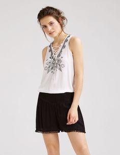 débardeur détails perles écru et noir - http://www.jennyfer.com/fr-fr/vetements/chemises/debardeur-details-perles-ecru-et-noir-10011360001.html