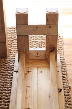 DIY-Farmhouse-Bench-5.jpg 700×1,050 pixeles