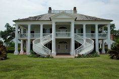 10 Most Beautiful Historic Southern Plantation Homes You Can Visit - Wicked Good Travel Tips