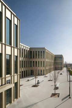 HEC School of Management in Jouy-en-Josas, Paris, France, by David Chipperfield Architects photographed by Yohan Zerdoun. Classical Architecture, Facade Architecture, Contemporary Architecture, University Architecture, Richard Rogers, David Chipperfield Architects, Building Skin, Famous Architects, Design Competitions