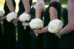Cream bouquets | Black and White Wedding Inspiration