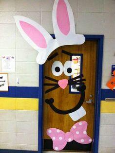 Pedagogia Brasil: Decoração para a porta da sala de aula: coelho de páscoa