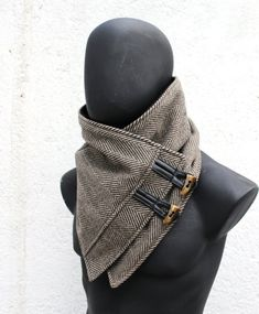 The perfect gift This neck warmer is very cozy and trendy. Fully lined, so it does not scratch :] The outside is black and brown herringbone wool, noble and the highest quality, ultra soft and warm. Estilo Hippie, Cowl Scarf, Hooded Scarf, Neck Warmer, Black Wool, Boyfriend Gifts, Herringbone, Black And Brown, Solid Black
