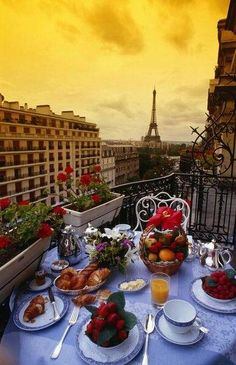 Breakfast in Paris? Look like paradise to me.