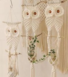 Work of color_rope_macrame . Macrame Wall Hanging Diy, Macrame Plant Holder, Macrame Curtain, Macrame Plant Hangers, Macrame Owl, Macrame Knots, Macrame Thread, Art Macramé, Macrame Design