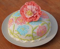 floral cake Floral Cake, Wedding Cakes, Cookies, Desserts, Food, Wedding Gown Cakes, Crack Crackers, Tailgate Desserts, Deserts