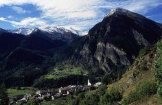I cinque villaggi alpini di Usseaux sono inseriti nella classifica dei borghi più belli d'Italia. Si trovano nell'incantevole cornice delle Alpi Cozie, dove si parla patouà, una vecchia lingua del sud della Francia. Spettacolare la Pian dell'Alpe, ricca di boschi, pascoli, fioriture primaverili ed affascinanti paesaggi coperti di neve. Vi consigliamo la visita dei Parchi Naturali Orsierà Rocciavrè e Gran Bosco di Salbertrand. http://www.bbplanet.it/dormire/usseaux/