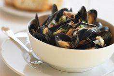 How to Make Classic French Steamed Mussels