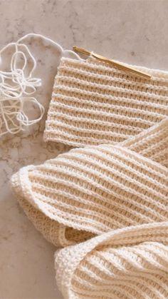 Easy crochet scarf, winter, half double crochet. Video tutorial. All patterns are buy 2 get 1 FREE on debrosse.com Crochet Shawl, Easy Crochet, Kawaii Crochet, Half Double Crochet, Tool Design, Embroidery Stitches, Crochet Projects, Crochet Patterns, Knitting