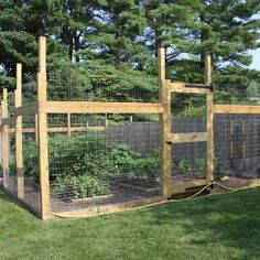 Garden fence ideas and design #vegetablegardeningideasfenced #vegetablegardenlayout