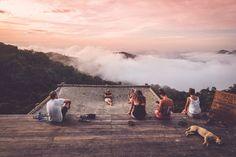 Minca in Colombia bezoeken? Verblijf dan bij het hostel Casa Elemento en chill in de grootste hangmat van Zuid-Amerika. Hoe je in Minca komt en meer tips... Hostel, Travel Destinations, Wanderlust, Mountains, Places, Tips, Forget, Bucket, Colombia
