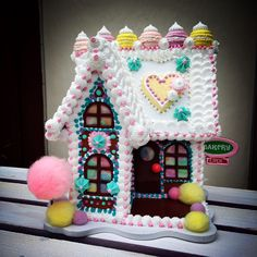 Yay more gingerbread houses at Bean Sprinkle Arts faux gingerbread house, faux dessert, kawaii