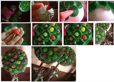 Diy craft to make candy centerpiece tree. Candy Bouquet Diy, Diy Bouquet, Cute Christmas Ideas, Christmas Ornaments, Christmas 2014, Christmas Wishes, Christmas Tree, Candy Arrangements, Candy Trees