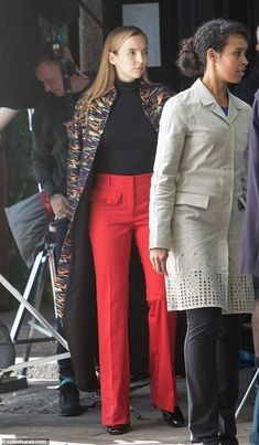 Killing Eve's Jodie Comer transforms into Villanelle for series Cute Comfy Outfits, Chic Outfits, Fashion Outfits, Fashion Tv, Fashion Beauty, Sixth Form Outfits, Professional Wear, Dressed To Kill, Couture