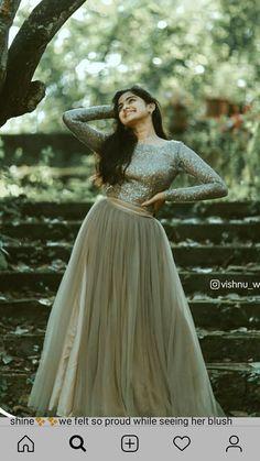 Stylish Dress Designs, Designs For Dresses, Indian Fashion Dresses, Girls Fashion Clothes, Silk Kurti Designs, Churidar Designs, Full Skirt And Top, Beautiful Dresses, Nice Dresses