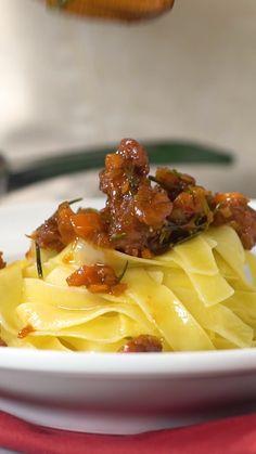 Talharim com Ragu de Linguiça - Pureed Food Recipes, Veggie Recipes, Mexican Food Recipes, Italian Recipes, Beef Recipes, Cooking Recipes, Cooking Hacks, Noodle Recipes, I Love Food