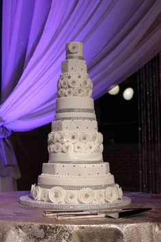 Anniversary Cake for Kim Zolciak. would be a beautiful large white and silver wedding cake.