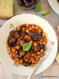 Greek Dishes, Main Dishes, Veggie Recipes, Great Recipes, Vegan Vegetarian, Vegetarian Recipes, Baked Eggplant, Chana Masala, Easy