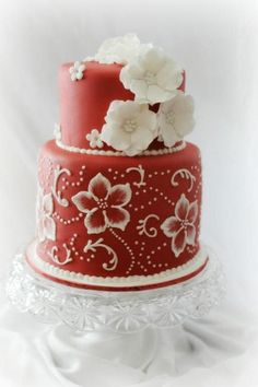 I love the detailing on this cake! Cake decorating looks like so much fun, maybe one day I'll take a few classes.... Cake Decorating: Valentine Wedding