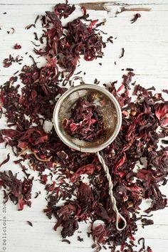 Orange Hibiscus Iced Tea---They use the real unadulterated hibiscus leaves--they… Hibiscus Leaves, Hibiscus Plant, Hibiscus Tea, Flower Tea, Tea Art, A Table, Tea Blends, How To Make Tea, Herbal Tea