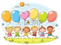 Felices los niños al aire libre con globos con espacio de copia, no degradados