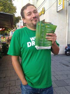Wahlkampftaktik: Thomas Pfeiffer lässt einfach seinen Charme spielen! 11. September 2013  #wahlstory #platz22 Thomas Pfeiffer Platz 22 http://thomas-pfeiffer.de/