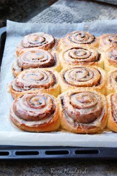 Rosa's Yummy Yums: BAILEYS CINNAMON ROLLS - CINNAMON ROLLS GLACÉS AU BAILEYS
