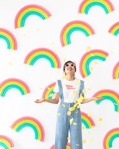 DIY Rainbow Pattern Balloon Backdrop | Oh Happy Day! Balloon Backdrop, Diy Backdrop, Photo Booth Backdrop, Balloon Decorations, Balloon Background, Photo Backdrops, Balloon Columns, Rainbow Balloons, Rainbow Birthday