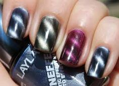 OMG. Magnetic nail designs! This is the coolest thing ever!