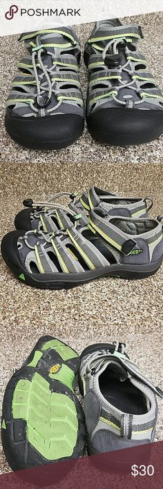Keen Sandals EUC Size 5mens/7women Unisex colors  Multi-Directional lug pattern  Razor siping for great traction Secure fit lace capture system Non marking rubber sole Washable Keen Shoes Sandals