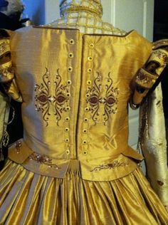 Elizabethan Costume: Back view with couched grommets. #Elizabethan #Renaissance #Costume