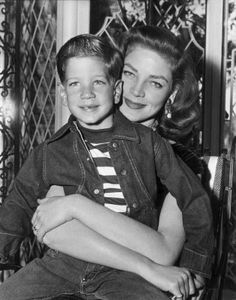 Portrait of American actor Lauren Bacall embracing her son, Stephen Bogart. Get premium, high resolution news photos at Getty Images Old Hollywood Movies, Golden Age Of Hollywood, Hollywood Stars, Classic Hollywood, Hollywood Actresses, Lauren Bacall, Bogie And Bacall, Great Love Stories, Humphrey Bogart