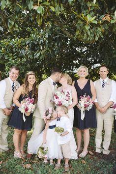 Dieses Blumenmädchen stiehlt dem Brautpaar aber sowas von die Show! #kisses #küssen #hochzeit #hochzeitsfotos Noch mehr Hochzeits-Inspiration findest du hier: http://www.gofeminin.de/hochzeit-sc9.html