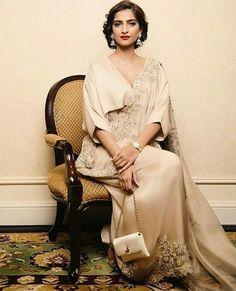 Photos: 40 Sonam Kapoor saree styles that prove she is a fashionista Sonam Kapoor Saree, Sabyasachi, Lehenga, Anamika Khanna, Saree Draping Styles, Saree Styles, Indian Dresses, Indian Outfits, Look Short