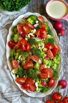Sałatka brokułowa z rzodkiewką i jajkiem – Smaki na talerzu Caprese Salad, Food And Drink, Health Fitness, Vegetables, Ethnic Recipes, Diet, Recipies, Vegetable Recipes, Fitness