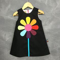 """Gefällt 11 Mal, 1 Kommentare - La Boulangerie Boutique (@laboulangerieboutique) auf Instagram: """"Retour des classiques @louiseetvalentin #larobenoire #robenoire #blackdress #rainbow #fleurs…"""""""