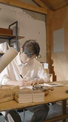 Instagram 上的 REMEMBER 서준이❤️:「 . #박서준comma #박서준 @bn_sj2013 #20210515 #데뷔10주년팬미팅 #comma #REMEMBER #기억할께박서준의모든순간 #parkseojun #parkseojoon #朴敘俊 #パクソジュン 」 Park Seo Jun, Seo Joon, Idol, Korean, Actors, Korean Language, Actor