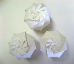 japanese site with wonderful paper art, and yes, templates to make them:
