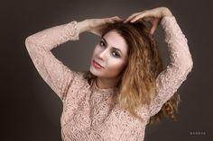 Sesión de fotos en estudio con la modelo Coco Santacruz