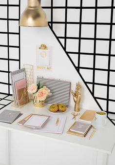 Best desk ideas to help keep your desk neat and boost your productivity!  #Desk #Workspaces