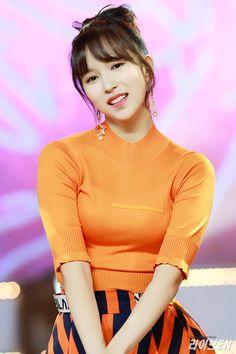 When your favorite person wears your favorite color. Nayeon, Kpop Girl Groups, Korean Girl Groups, Kpop Girls, San Antonio, The Band, Momo Mina, Asian Woman, Asian Girl