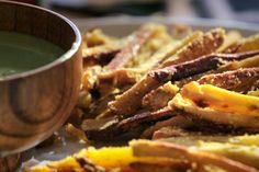 Batata 'frita' com molho de coentro: receita da Bela Gil