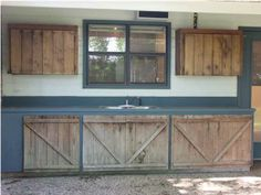 Outdoor kitchen cabinets made with fence boards. Outdoor Kitchen Cabinets, Outdoor Kitchen Design, Outdoor Kitchens, Cabinet Inspiration, Cabinet Ideas, Log Cabin Kitchens, Fence Boards, Old Fences, Cabinet Making