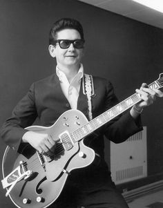 The Rock and Roll Hall of Fame Inductees, 1986 - 2014 Pictures - Roy Orbison 1987 Inductee Rock And Roll, Rock N Roll Music, Roy Orbison, Punk, Rockabilly Artists, Rap, Alternative Rock, Hip Hop, Indie